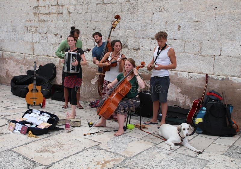 Τουρισμός στη διάσπαση, Κροατία/μουσικοί οδών στοκ εικόνες με δικαίωμα ελεύθερης χρήσης