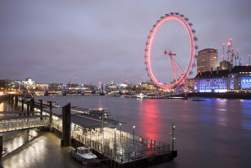 Τουριστική έλξη ματιών του Λονδίνου Μακριά φωτογραφία έκθεσης στοκ φωτογραφίες με δικαίωμα ελεύθερης χρήσης