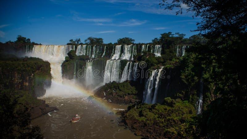 Τουριστική βάρκα κοντά στους καταρράκτες Iguazu, από τον Αργεντινό στοκ φωτογραφίες με δικαίωμα ελεύθερης χρήσης