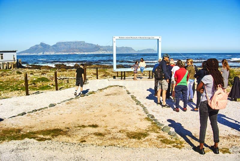 Τουριστική επίσκεψη φυλακών νησιών Robben appartheid στοκ φωτογραφία
