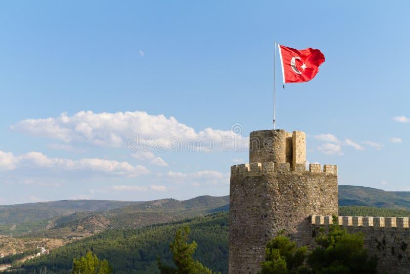 Τουρκική σημαία που κυματίζει στον αέρα στο κάστρο Boyabat στοκ φωτογραφίες με δικαίωμα ελεύθερης χρήσης