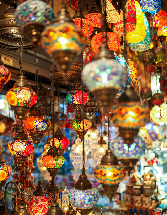 Τουρκικοί πολύχρωμοι λαμπτήρες στοκ φωτογραφία με δικαίωμα ελεύθερης χρήσης