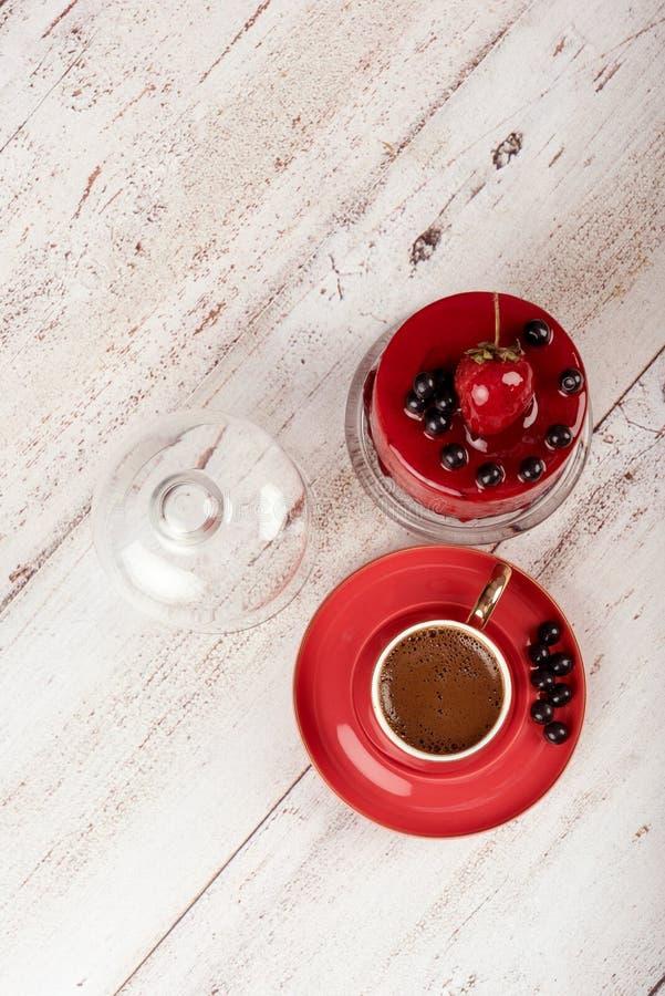 Τουρκικός καφές στο κόκκινο φλυτζάνι στοκ εικόνες