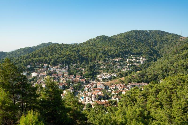 Τουρκικό χωριό τουριστών στον όμορφο πυροβολισμό κοιλάδων στοκ φωτογραφία με δικαίωμα ελεύθερης χρήσης