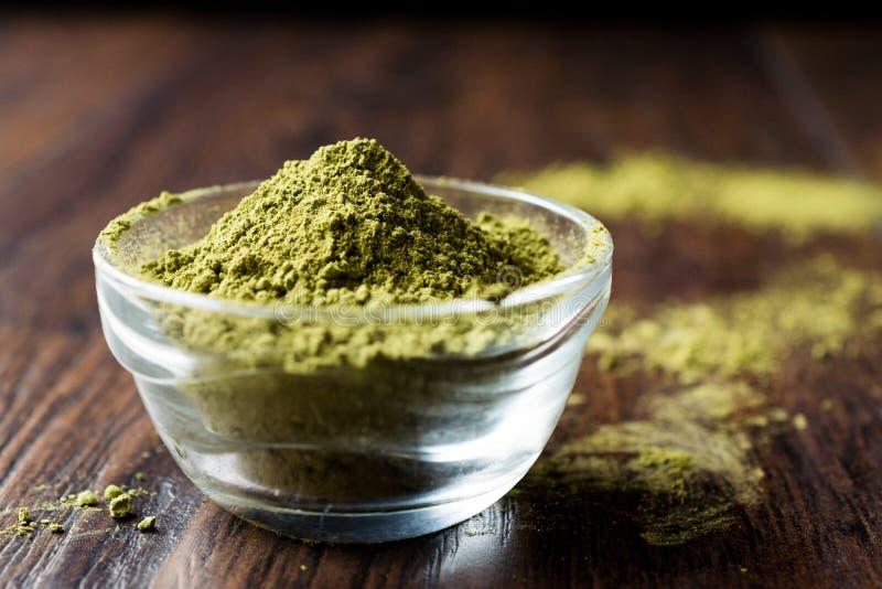 Τουρκικό Kina Henna σκόνη ή τσάι Matcha στοκ εικόνα