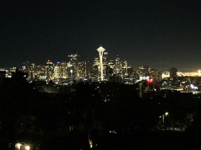 Του Σιάτλ νύχτας spaceneedle διαστημικός ουρανός πόλεων βελόνων καταπληκτικός στοκ φωτογραφία με δικαίωμα ελεύθερης χρήσης