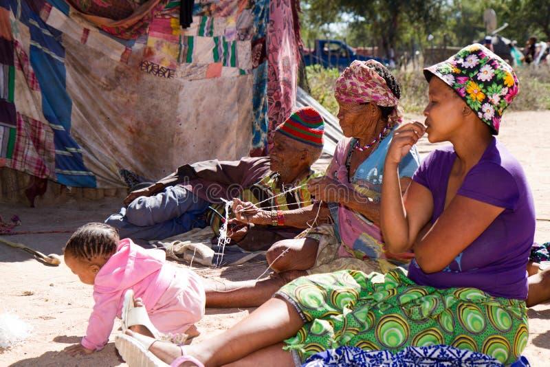 Του χωριού ζωή SAN στη Ναμίμπια στοκ φωτογραφία