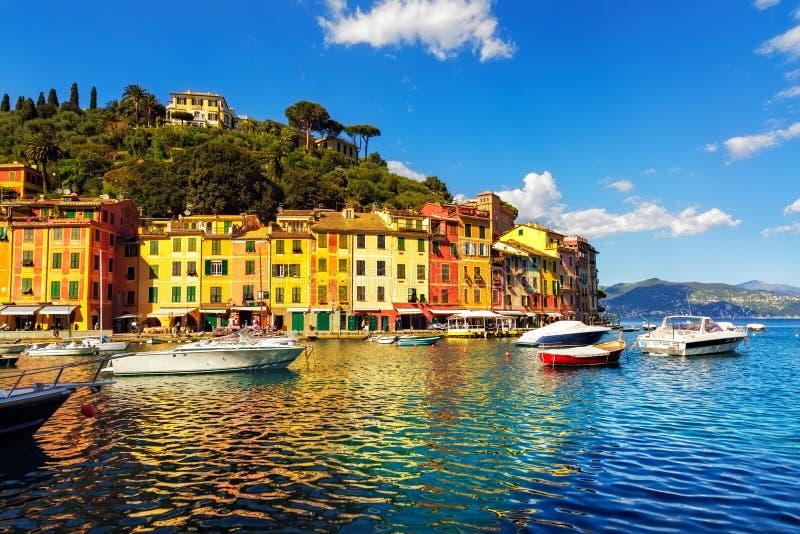 Του χωριού ορόσημο πολυτέλειας Portofino, λιμενική άποψη κόλπων Ιταλία Λιγυρία στοκ φωτογραφίες με δικαίωμα ελεύθερης χρήσης