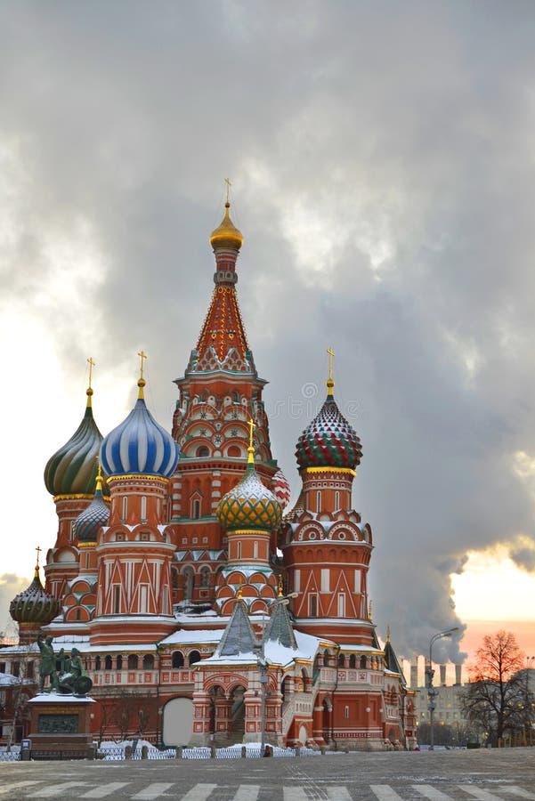 Του ST καθεδρικός ναός βασιλικού στο κόκκινο τετράγωνο το πρόωρο χειμερινό πρωί στοκ εικόνα με δικαίωμα ελεύθερης χρήσης