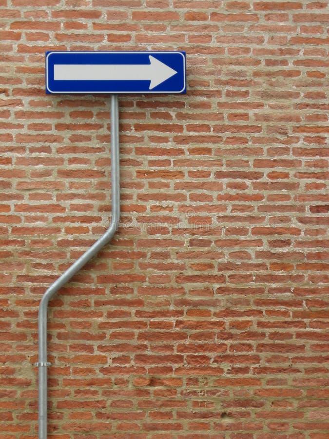 τούβλα ένα πέρα από τον τρόπο τοίχων σημαδιών στοκ εικόνα