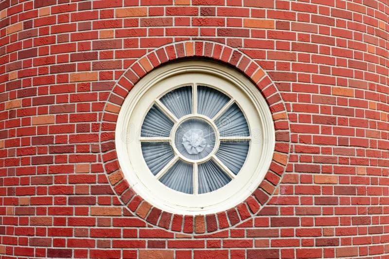 τούβλο γύρω από το παράθυρο πύργων στοκ εικόνες με δικαίωμα ελεύθερης χρήσης