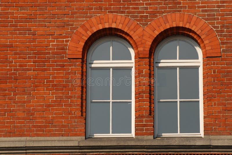 Download τούβλο Windows στοκ εικόνες. εικόνα από προεξοχή, τοίχος - 2226892