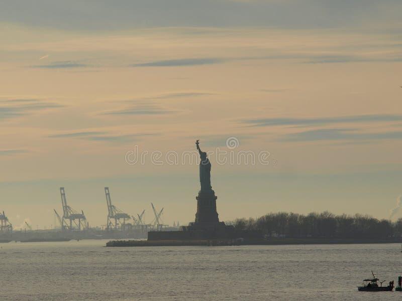 Το άγαλμα της ελευθερίας στη Νέα Υόρκη στοκ εικόνα με δικαίωμα ελεύθερης χρήσης