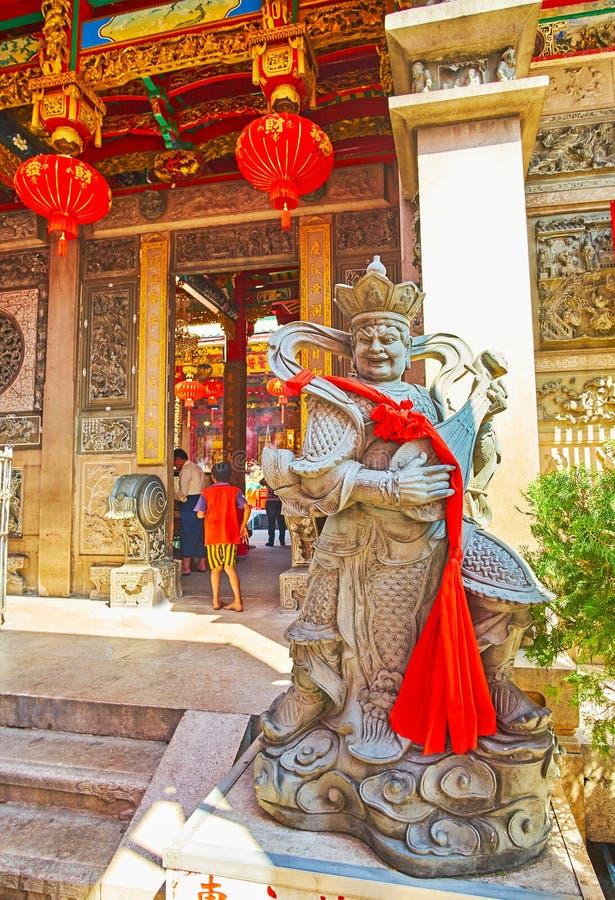 Το άγαλμα του βασιλιά Dhrtarastra στο ναό Qingfu, Yangon, το Μιανμάρ στοκ εικόνα