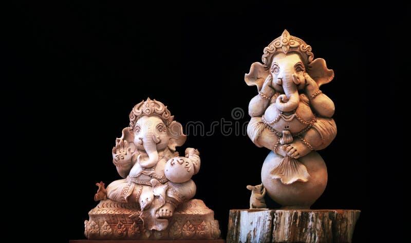 Το άγαλμα Ganesh στο υπόβαθρο είναι μια μαύρη σκηνή στοκ εικόνα με δικαίωμα ελεύθερης χρήσης
