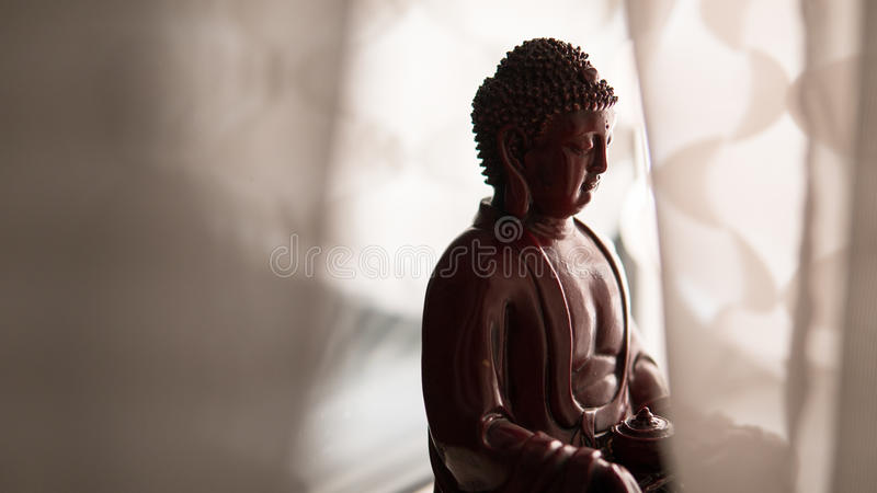Το άγαλμα του Βούδα Shakyamuni Βουδισμός και Διαφωτισμός νιρβάνα εστίαση ρηχή στοκ εικόνα με δικαίωμα ελεύθερης χρήσης