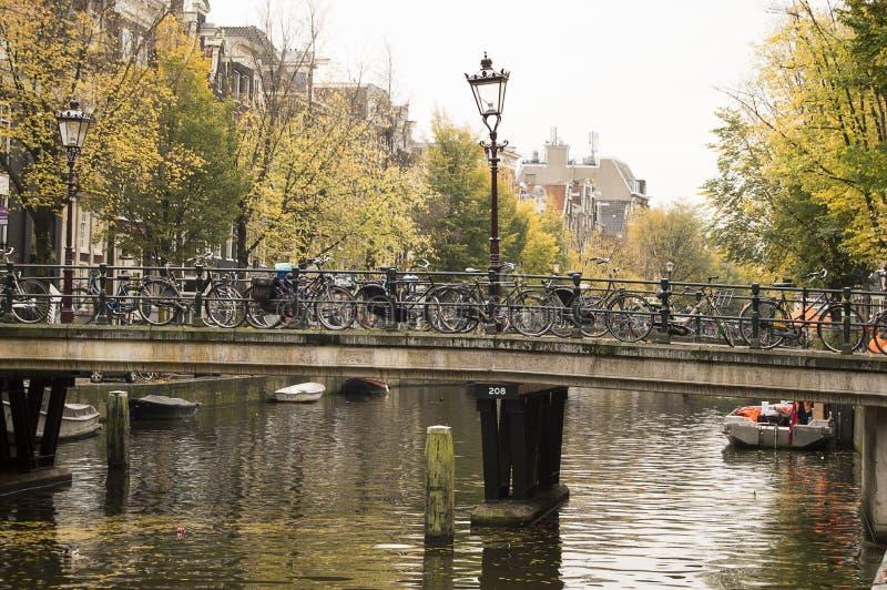 Το Άμστερνταμ Ολλανδία το ιστορικό κέντρο της πόλης χτίστηκε larg στοκ φωτογραφία με δικαίωμα ελεύθερης χρήσης