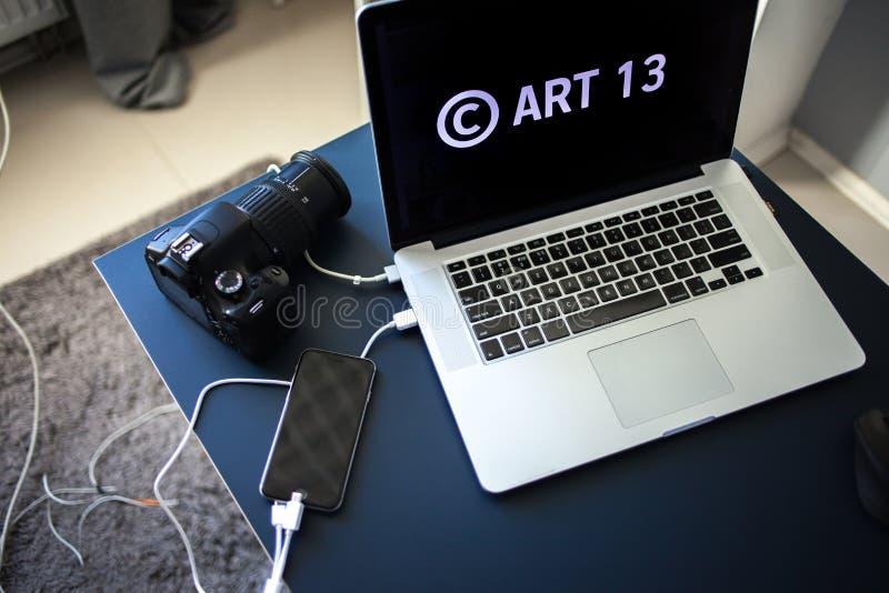 Το άρθρο 13 η τροποποίηση στη νομοθεσία της ΕΕ απαγόρευσε τα υλικά μέσων στο διαδίκτυο στοκ φωτογραφίες