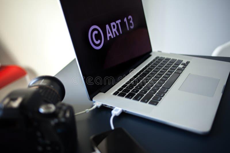 Το άρθρο 13 η τροποποίηση στη νομοθεσία της ΕΕ απαγόρευσε τα υλικά μέσων στο διαδίκτυο στοκ φωτογραφία με δικαίωμα ελεύθερης χρήσης