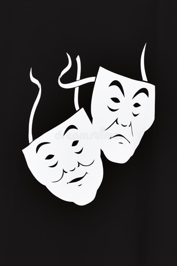 Το άσπρο θέατρο δύο καλύπτει μια κωμωδία και μια τραγωδία σε ένα μαύρο υπόβαθρο Η έννοια της θεατρικής τέχνης στοκ εικόνες