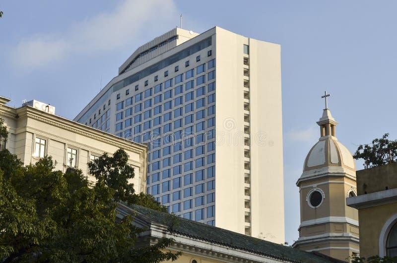 Το άσπρο ξενοδοχείο κύκνων στοκ εικόνα με δικαίωμα ελεύθερης χρήσης