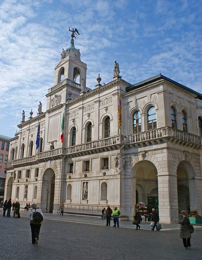 Το άσπρο παλάτι στοκ φωτογραφία με δικαίωμα ελεύθερης χρήσης