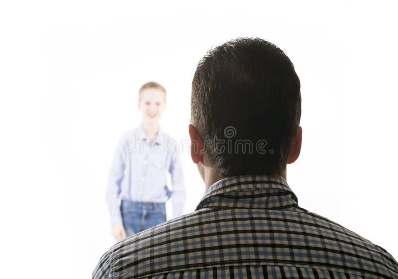 Το άτομο εξετάζει το αγόρι στοκ φωτογραφίες με δικαίωμα ελεύθερης χρήσης