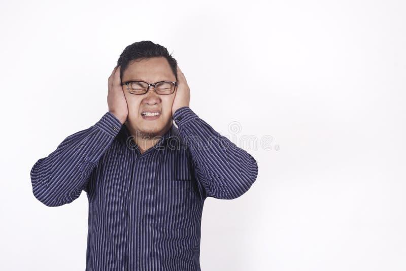 Το άτομο κάλυψε τα αυτιά του στοκ φωτογραφίες με δικαίωμα ελεύθερης χρήσης