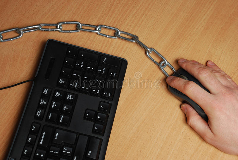 Το άτομο που αλυσοδένεται στον εργασιακό χώρο στοκ εικόνα με δικαίωμα ελεύθερης χρήσης