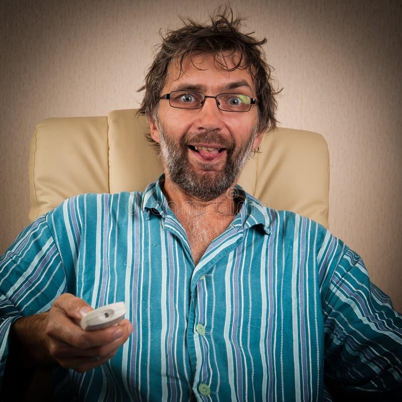 Το άτομο φαίνεται πικάντικο εμφανίζει στη TV στοκ φωτογραφία με δικαίωμα ελεύθερης χρήσης