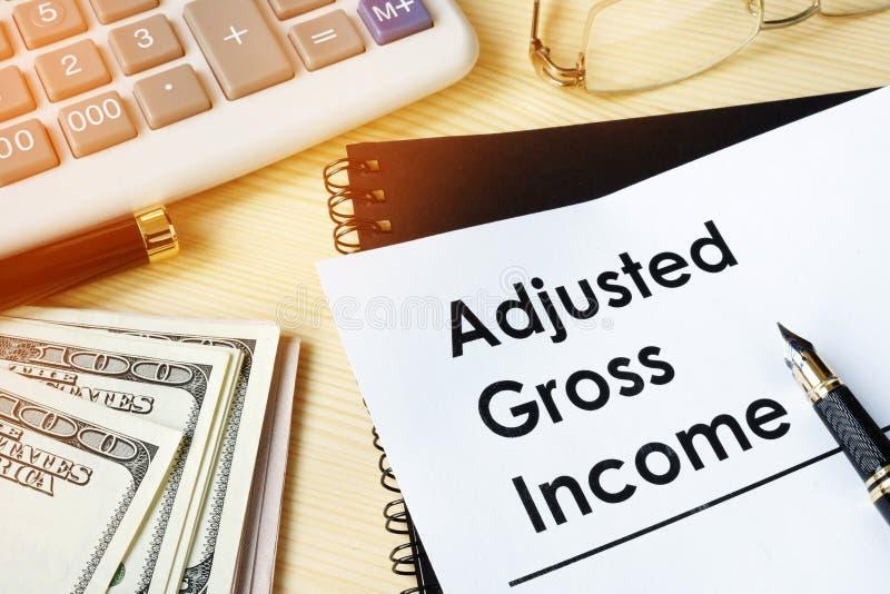 Το έγγραφο με τον τίτλο ρύθμισε AGI ακαθάριστου εισοδήματος στοκ εικόνες