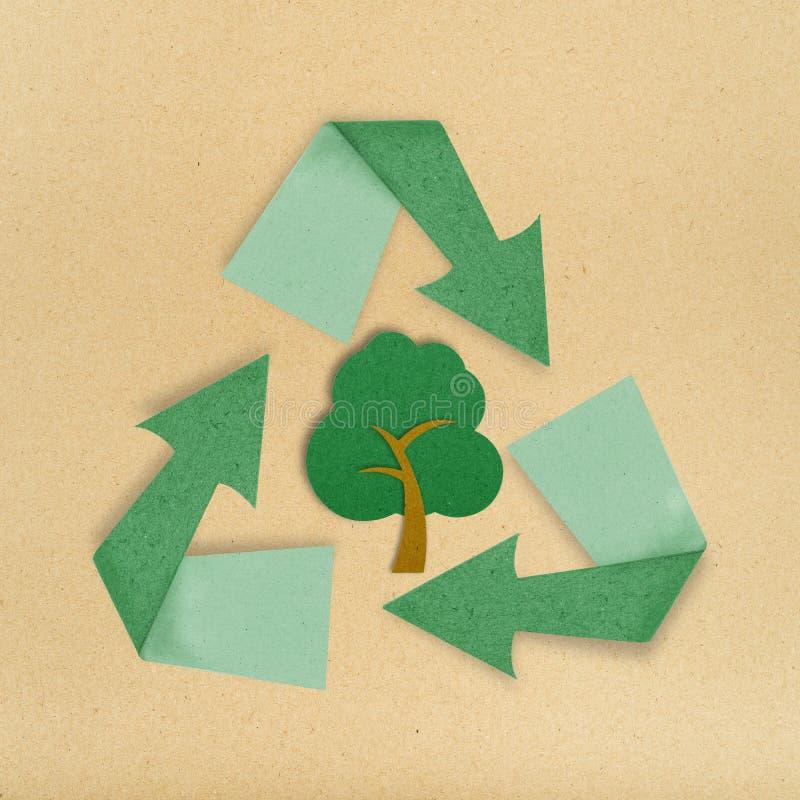 Το δέντρο ανακύκλωσε το σημάδι ραβδιών τεχνών εγγράφου απομονώνει στο λευκό στοκ φωτογραφία με δικαίωμα ελεύθερης χρήσης