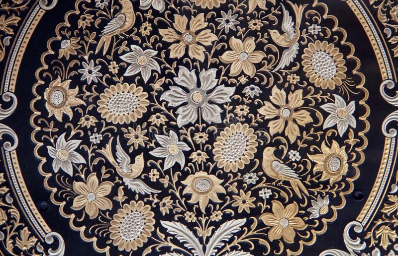 Τολέδο - λεπτομέρεια του χαρακτηριστικού damascening πιάτου με floral τον κινητήριο στοκ εικόνα