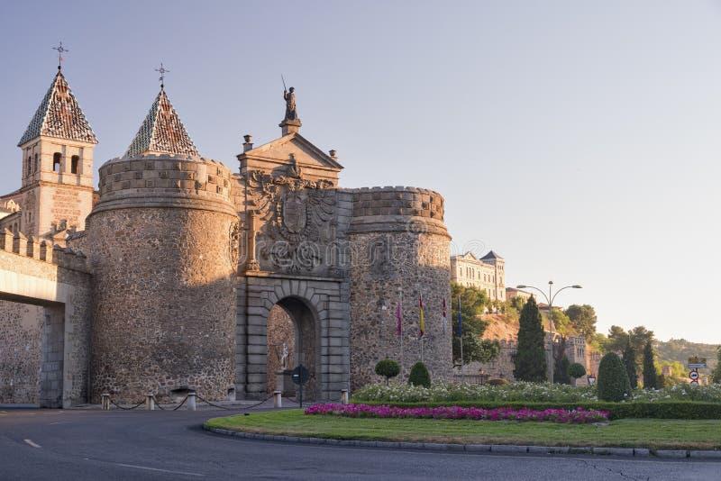 Τολέδο & x28 Spain& x29: τοίχοι και πόρτα στοκ εικόνα με δικαίωμα ελεύθερης χρήσης