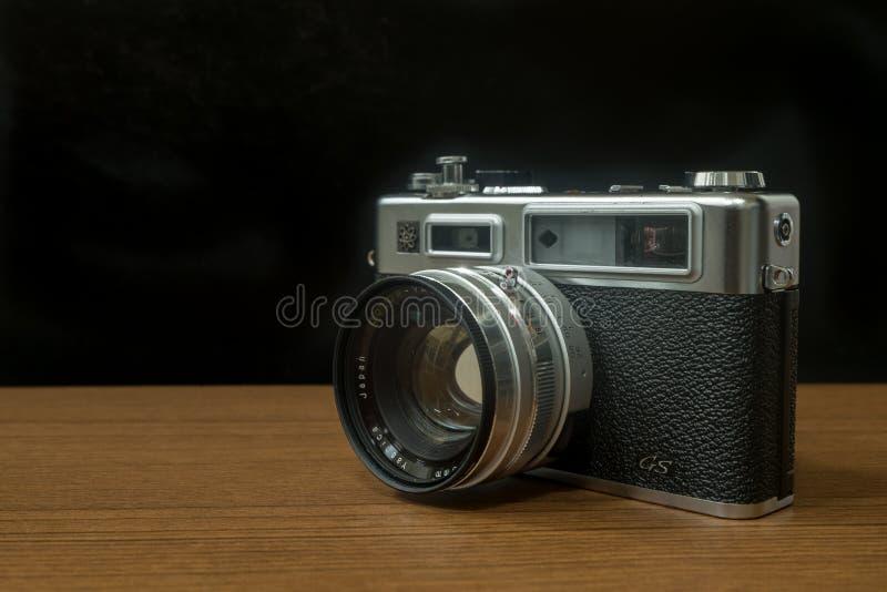 Το ήλεκτρο 35 GS Yashica καμερών αποστασιομέτρων μια από τη διάσημη 35mm ιαπωνική κάμερα ταινιών στη δεκαετία του '70 της δεκαετί στοκ φωτογραφίες