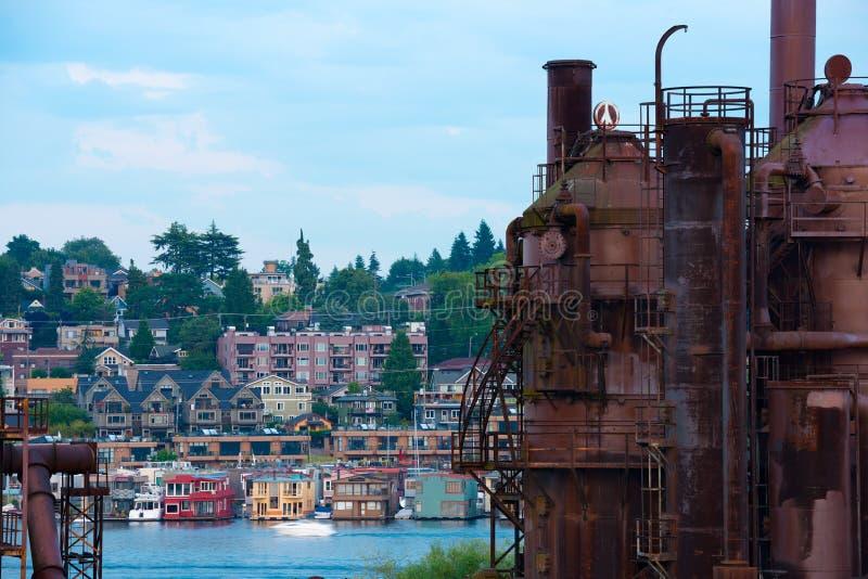 Το αέριο λειτουργεί το πάρκο και τα παραδοσιακά επιπλέοντα σπίτια στην ένωση λιμνών στοκ φωτογραφία