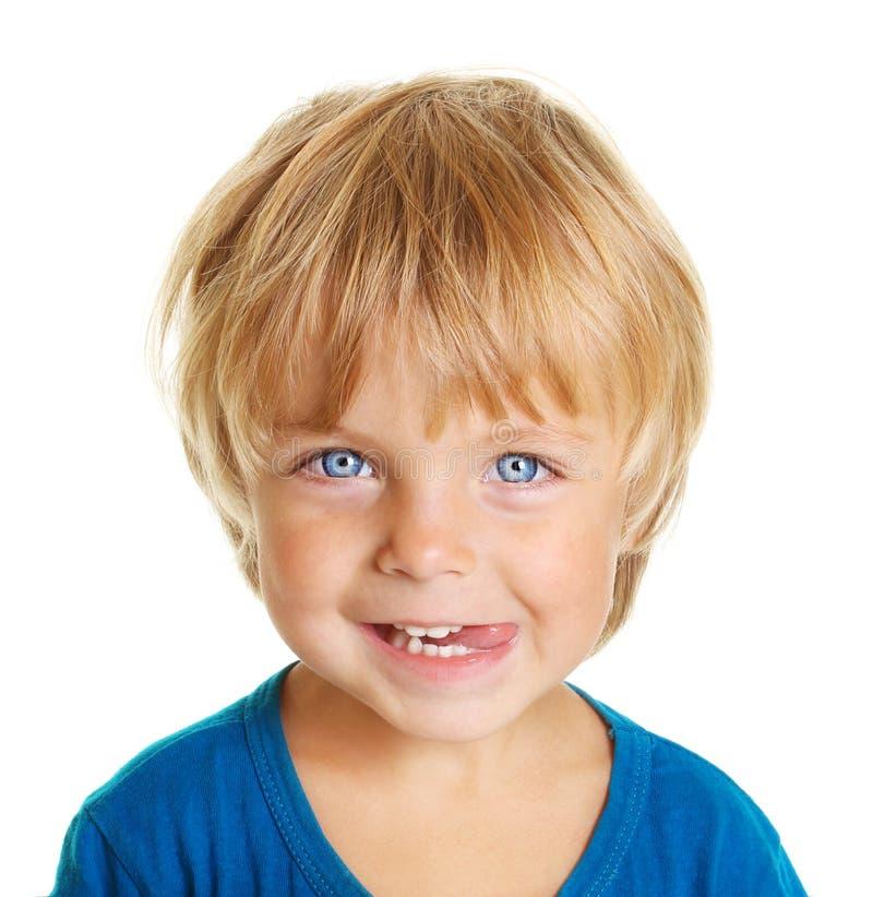 το αγόρι ευτυχές απομόνωσε λίγα στοκ εικόνες