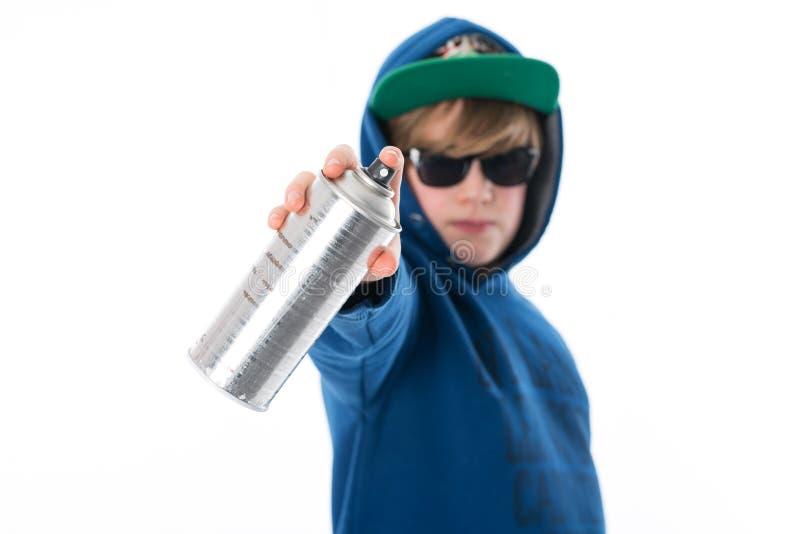 Το αγόρι με το αερόλυμα μπορεί στοκ φωτογραφίες με δικαίωμα ελεύθερης χρήσης