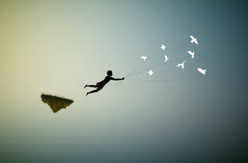 Το αγόρι πετά μακριά και κρατά τα περιστέρια, μύγα στο έδαφος ονείρου, μύγα μακριά, σκιές, ελεύθερη απεικόνιση δικαιώματος
