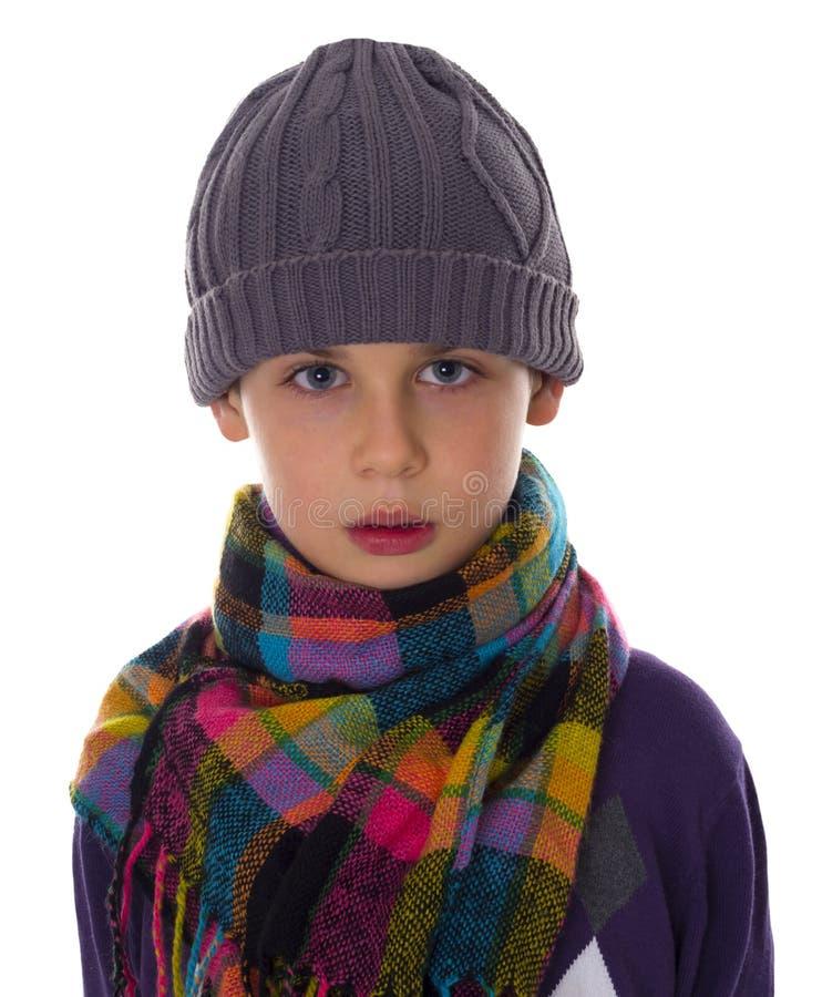Το αγόρι που ντύνεται στα χειμερινά ενδύματα, αυτό είναι κρύο στοκ εικόνα με δικαίωμα ελεύθερης χρήσης