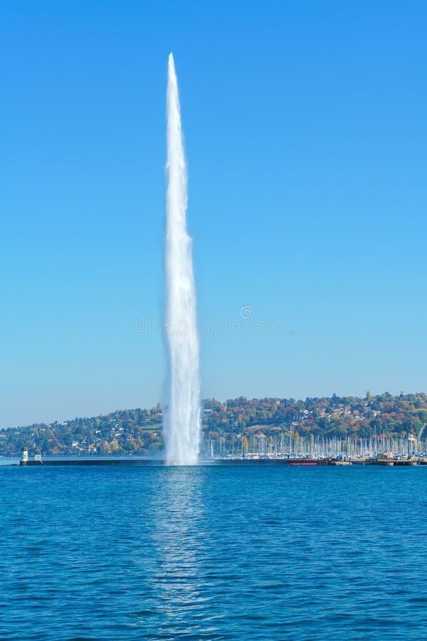 Το αεριωθούμενο δ ` EAU ή πηγή προβολών ύδατος, ορόσημο πόλεων της Γενεύης, Swit στοκ φωτογραφία