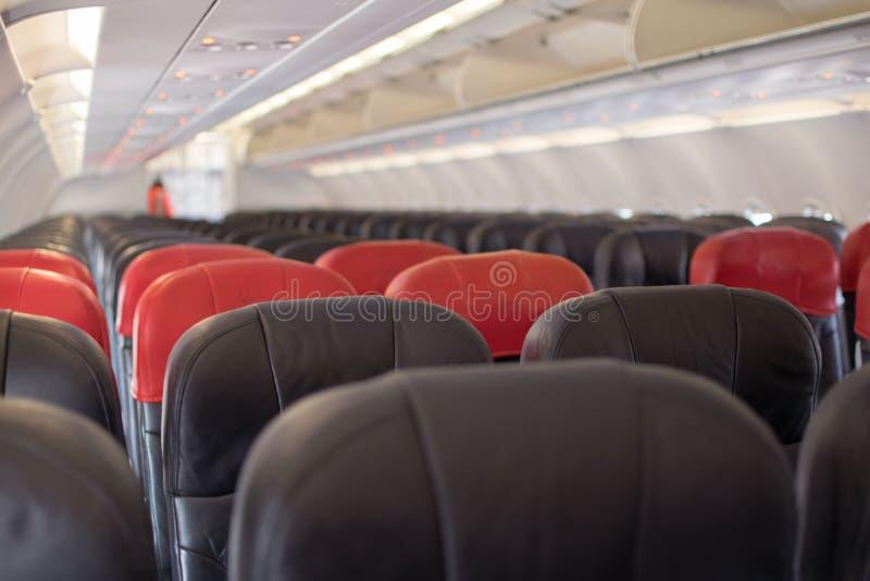 Το αεροπλάνο προετοιμάζεται στην απογείωση στοκ εικόνα