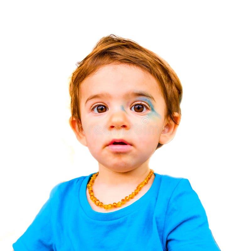 Το αθώο πρόσωπο μωρών που απομονώθηκε χρωμάτισε την μπλε έκφραση προσώπου νεογέννητη στοκ φωτογραφία