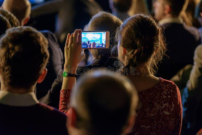 Το ακροατήριο ακούει τον ομιλητή στοκ φωτογραφίες με δικαίωμα ελεύθερης χρήσης