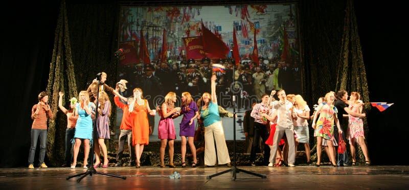 Το ακροατήριο μουσικής απόδοσης - οι συνταξιούχοι, οι ηλικιωμένοι παλαίμαχοι του δεύτερου παγκόσμιου πολέμου και οι συγγενείς του στοκ εικόνες