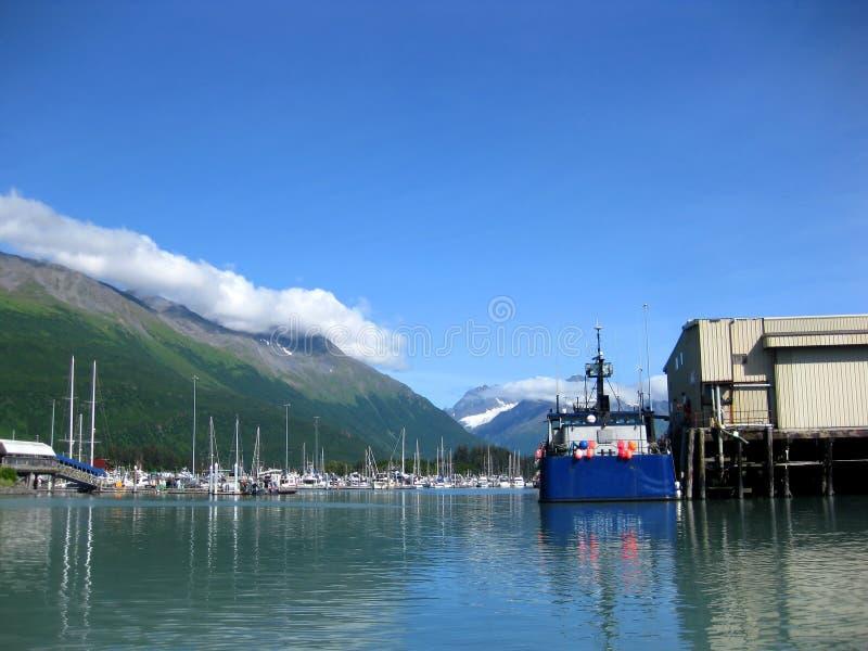 Το αλιευτικό σκάφος ελλιμενίζεται στο λιμένα Valdez στοκ φωτογραφίες με δικαίωμα ελεύθερης χρήσης