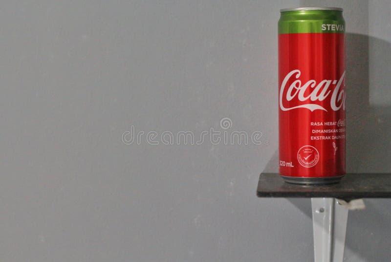 Το αλουμίνιο μπορεί να πιει της COCA-COLA με το stevia στοκ εικόνες