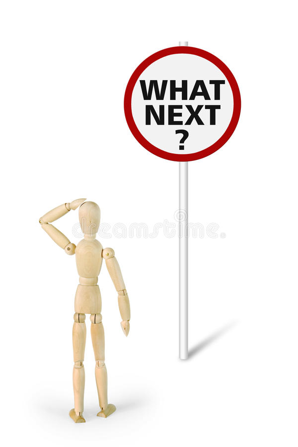 Το αμήχανο άτομο στέκεται μπροστά από το οδικό σημάδι με την ερώτηση ποιος επόμενος; στοκ εικόνα