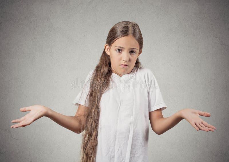 Το ανίδεο κορίτσι εφήβων απαξιεί τους ώμους στοκ φωτογραφίες με δικαίωμα ελεύθερης χρήσης