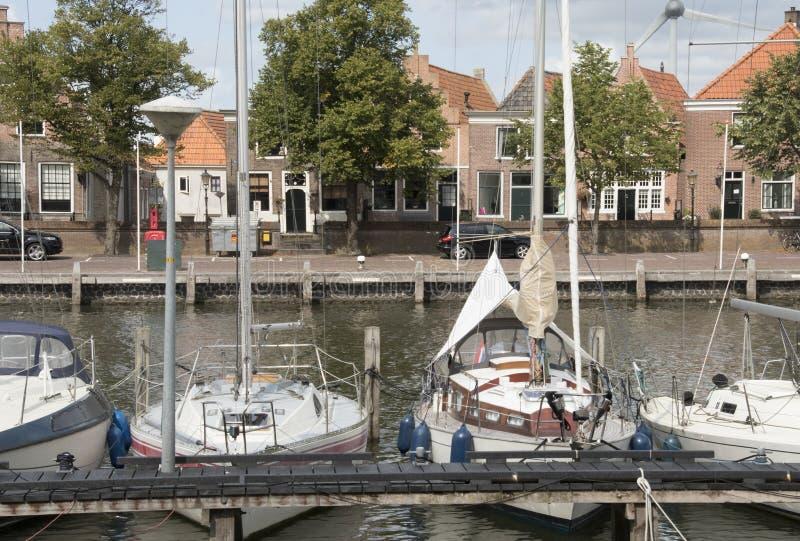 Το ανατολικό λιμάνι (Oosterhaven) είναι η είσοδος σε Medemblik από το IJsselmeer στοκ εικόνες